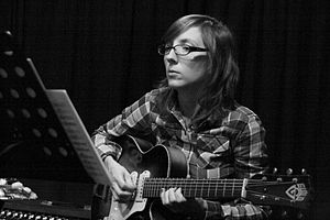 English: Mary Halvorson with Anti-House at Clu...