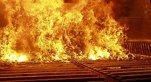English: Municipal solid waste during combusti...