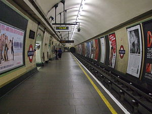 English: Wood Green tube station northbound pl...