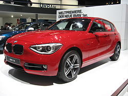 BMW 118i-F20 Front-view.jpg