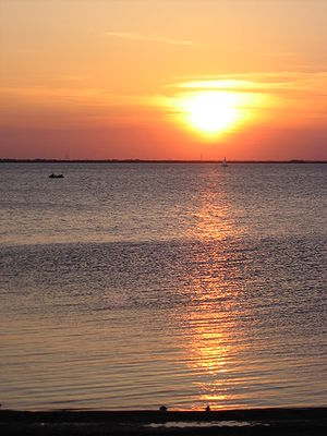 English: Sunset over Lake Hefner in northwest ...