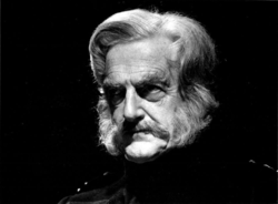 Peter Pears publicity photo 1971 crop.png