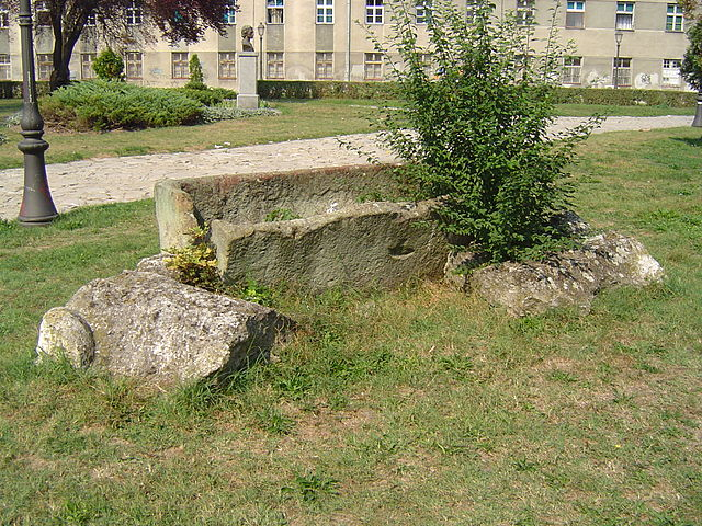 640px-Roman_sarcophagus_Zemun.JPG