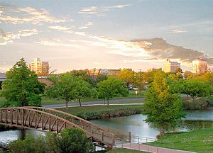 English: Park along the Concho River in San An...