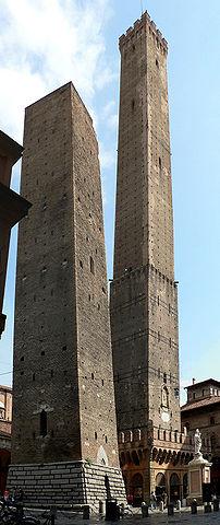 https://i1.wp.com/upload.wikimedia.org/wikipedia/commons/thumb/5/5f/2tours_bologne_082005.jpg/202px-2tours_bologne_082005.jpg