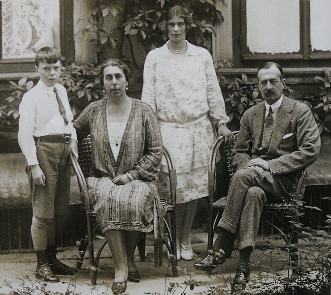 File:Victoria Melita and her two youngest children.JPG
