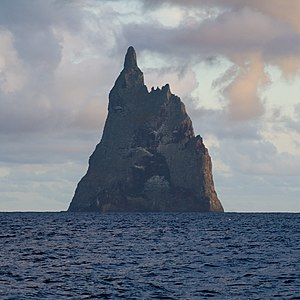 English: Ball's Pyramid, 13 miles South of Lor...