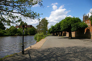 English: Riverside walk - just north of Diglis...