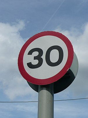 English: A 30 mph (48 km/h) speed limit remind...