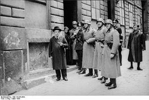 Bundesarchiv Bild 152-65-06A, Wien, SS-Razzia ...
