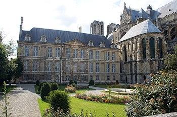 Français : Palais du Tau, Reims, avec la Cathé...