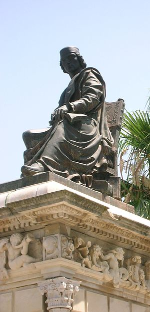 English: Monument to Antonio de Nebrija, at Le...