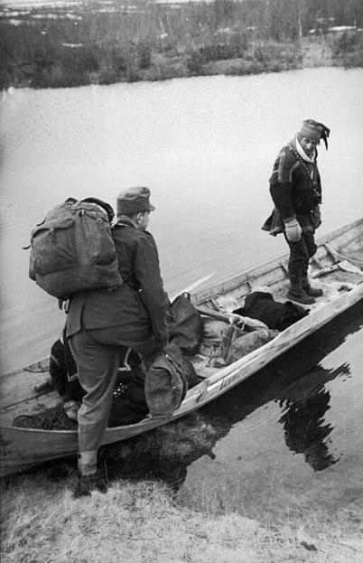File:Bundesarchiv Bild 101I-119-0412-06, Norwegen, deutscher Soldat, Einheimischer.jpg