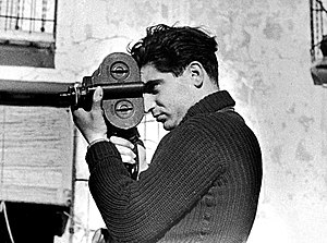 English: Photographer Robert Capa during the S...