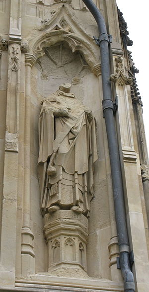 English: Sculpture of Thomas Becket on Canterb...