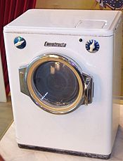 Uma máquina de lavar roupa.