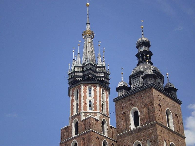 wieże kościoła mariackiego w Krakowie