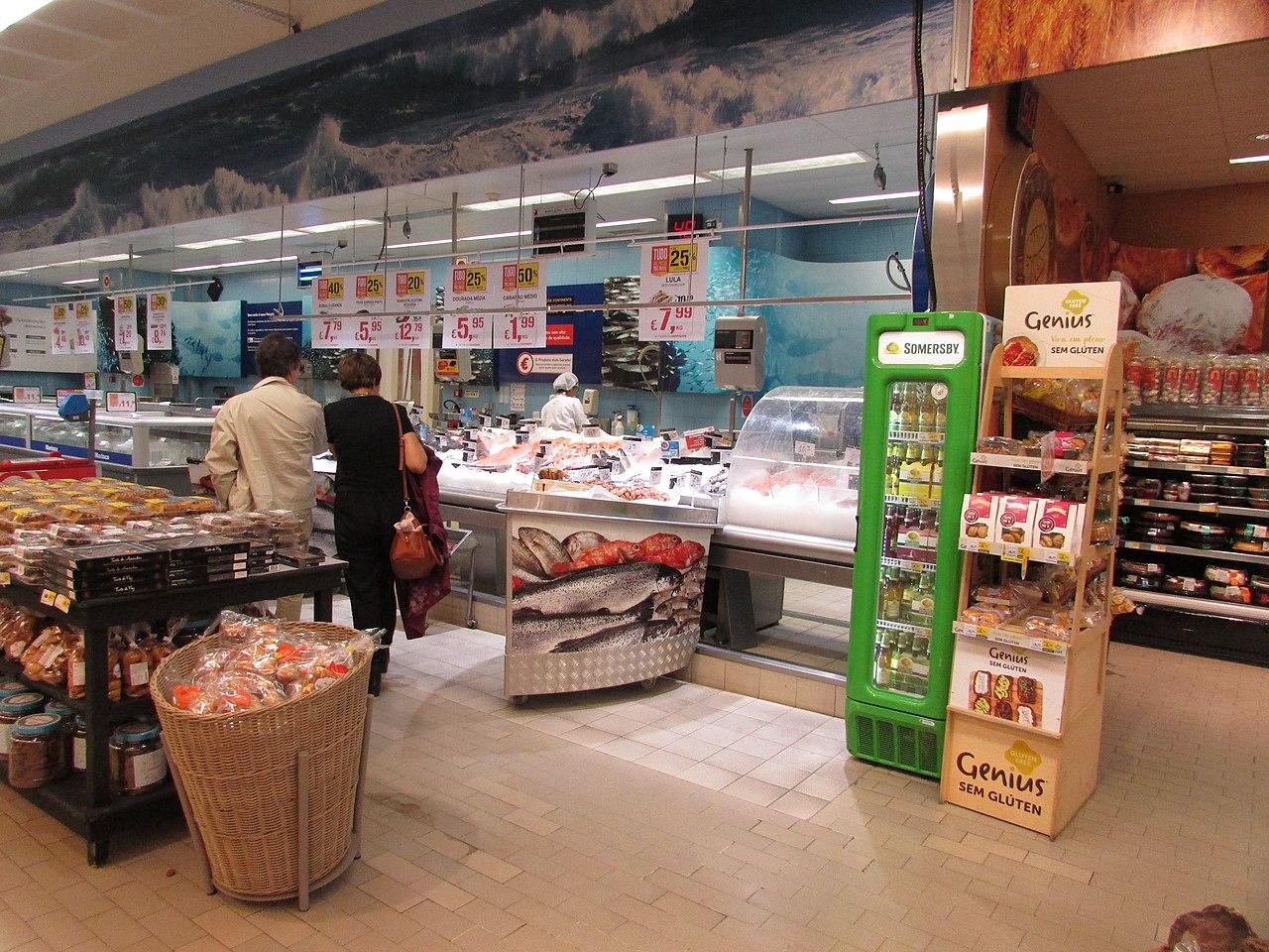 File 11 05 2017 Fish Counter Inside Continente Supermarket