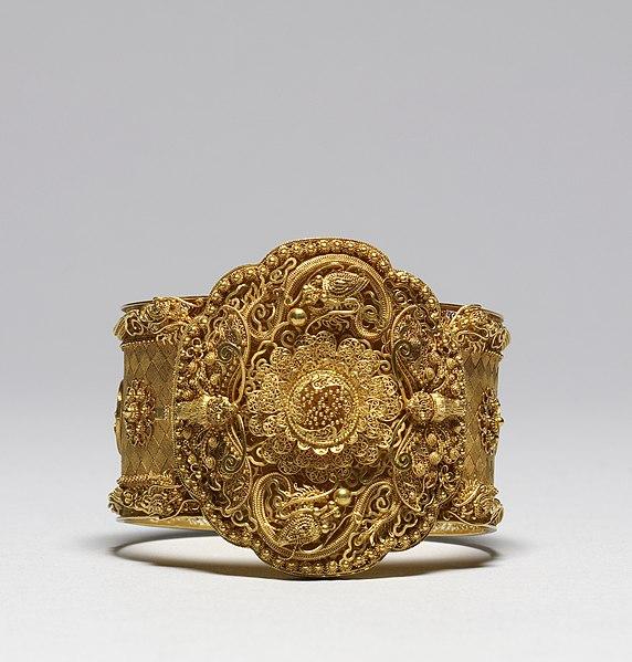 File:French - Cannetille Ware Bracelet - Walters 572332.jpg