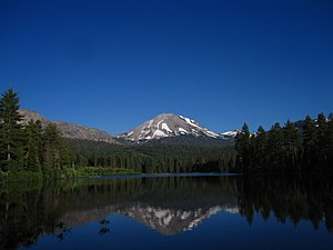 English: Lassen Peak reflected in Manzanita Lake