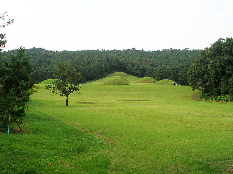 File:Tombs in Neungsan-ri, Buyeo, Korea.jpg