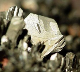 Arsenic crystals from Czeck Republic by Rob Lavinsky on Wikimedia Commons (CC-by-SA 3.0)