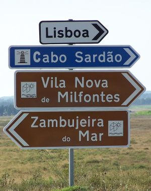 Example of the use of the Transport typeface in road signs in Portugal.
