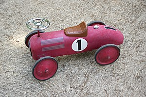 a children's toy vehicle, red, n°1