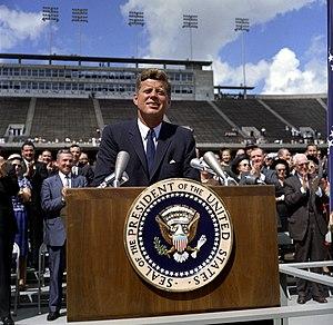 English: President John F. Kennedy speaks on t...
