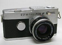 Maqueta 3D de la cámara fotográfica Olympus PEN F.