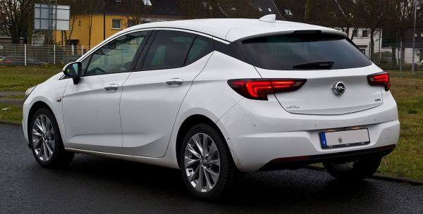 File:Opel Astra 1.6 CDTI ecoFLEX Dynamic (K) – Heckansicht ...