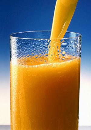 A glass of Orange juice. Esperanto: Oranĝa suk...