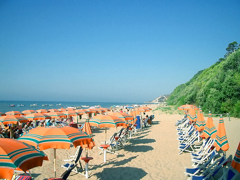 File:Spiaggia Est di San Menaio Large.jpg
