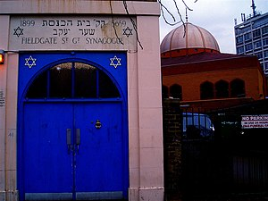 Fieldgate St. Gt. Synagogue (foreground), East...
