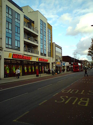 English: Broadway Street in West Ealing, Londo...