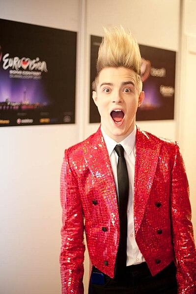Datei:Jedward in Eurovision.jpg