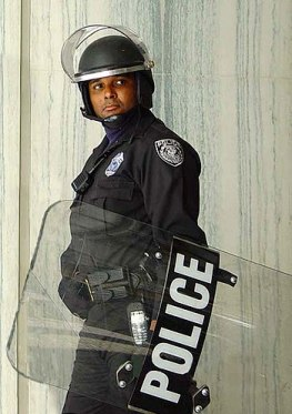 US Federal Protective Service Police officer w...