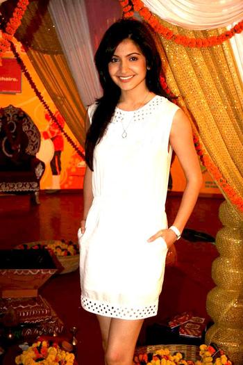 English: Anushka Sharma at a Band Baaja Baaraa...