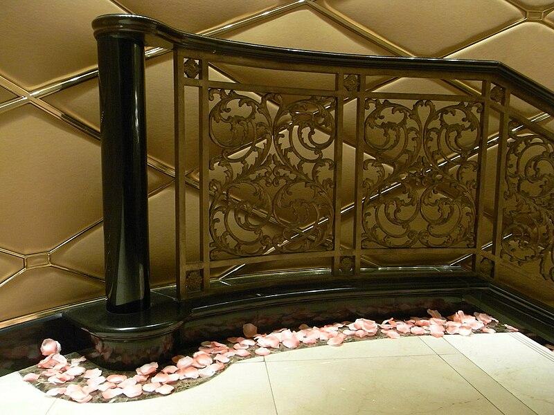 File:HK TST 朗廷酒店 Langham Hotel Banister ladder roses 01.JPG - Wikimedia Commons