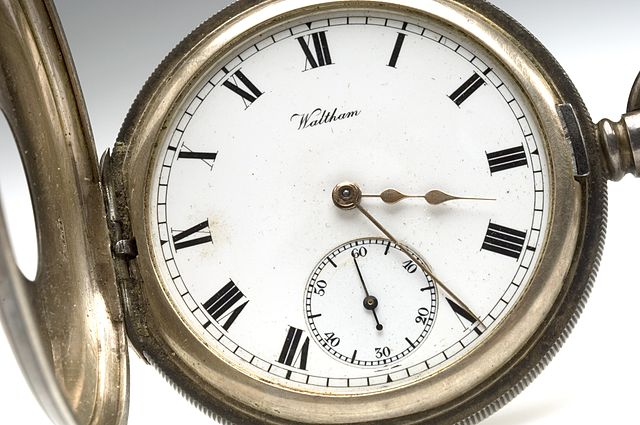 https://i1.wp.com/upload.wikimedia.org/wikipedia/commons/thumb/6/6a/Pocket_watch_from_Sir_Henry%27s_pocket_at_his_death_Wellcome_L0044019.jpg/640px-Pocket_watch_from_Sir_Henry%27s_pocket_at_his_death_Wellcome_L0044019.jpg