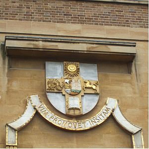 English: University of Bristol logo on a building.