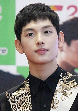Yim Si-wan at Sfunz Square Super Concert, 14 September 2013 04