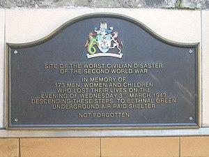 English: Memorial plaque commemorating the vic...