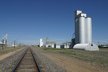 English: Boothe Elevators and BNSF railway on ...