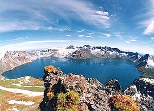 English: A crater lake at Tianchi (Heaven Lake...