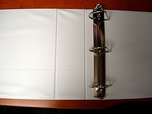 English: D-ring type 3 ring binder (opened)