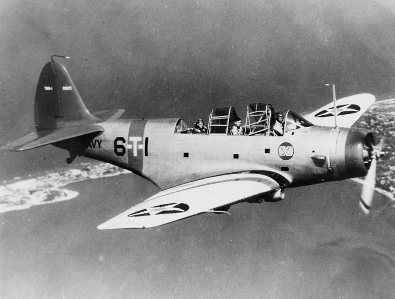 File:Douglas TBD-1 VT-6 in flight c1938.jpeg