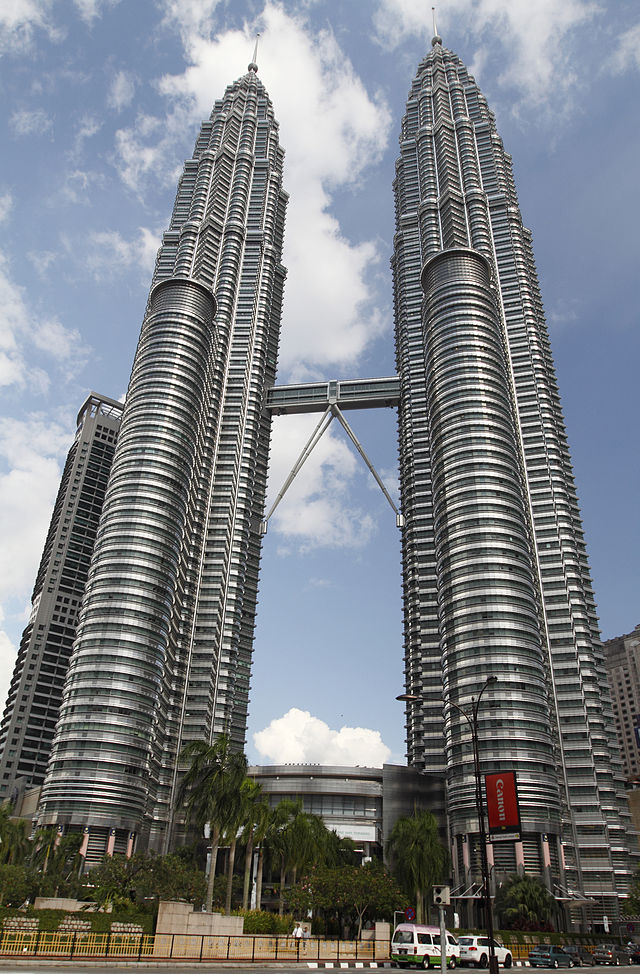 Petronas Twin Towers 2010 April.jpg