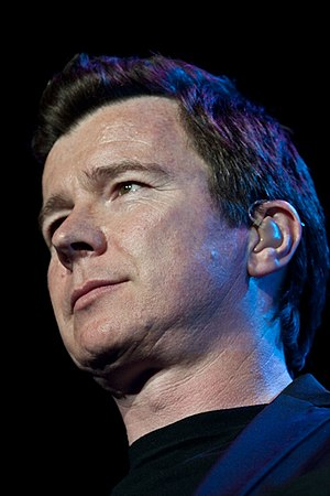 English: Rick Astley performing at Pepsifest 2009.