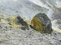 Azufre en el cráter del Vulcano
